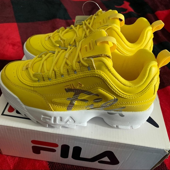 Fila Shoes   Disruptor Size 5y Fits